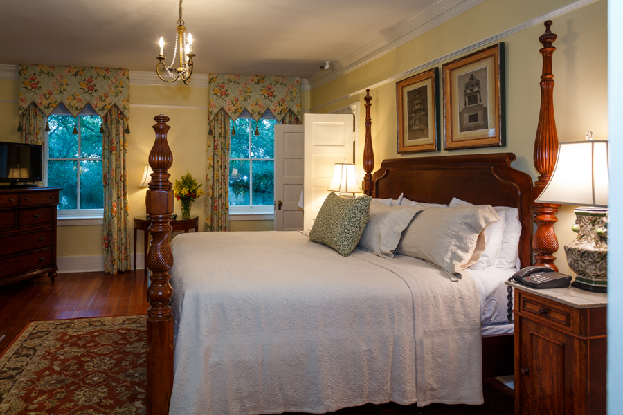 Historic Luxury Guest Rooms In Savannah Ga